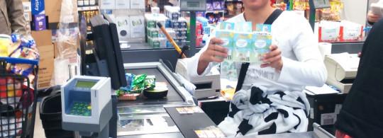 [Spontanéité du jour] Acheter du lait en tenue de vache en payant par chèque